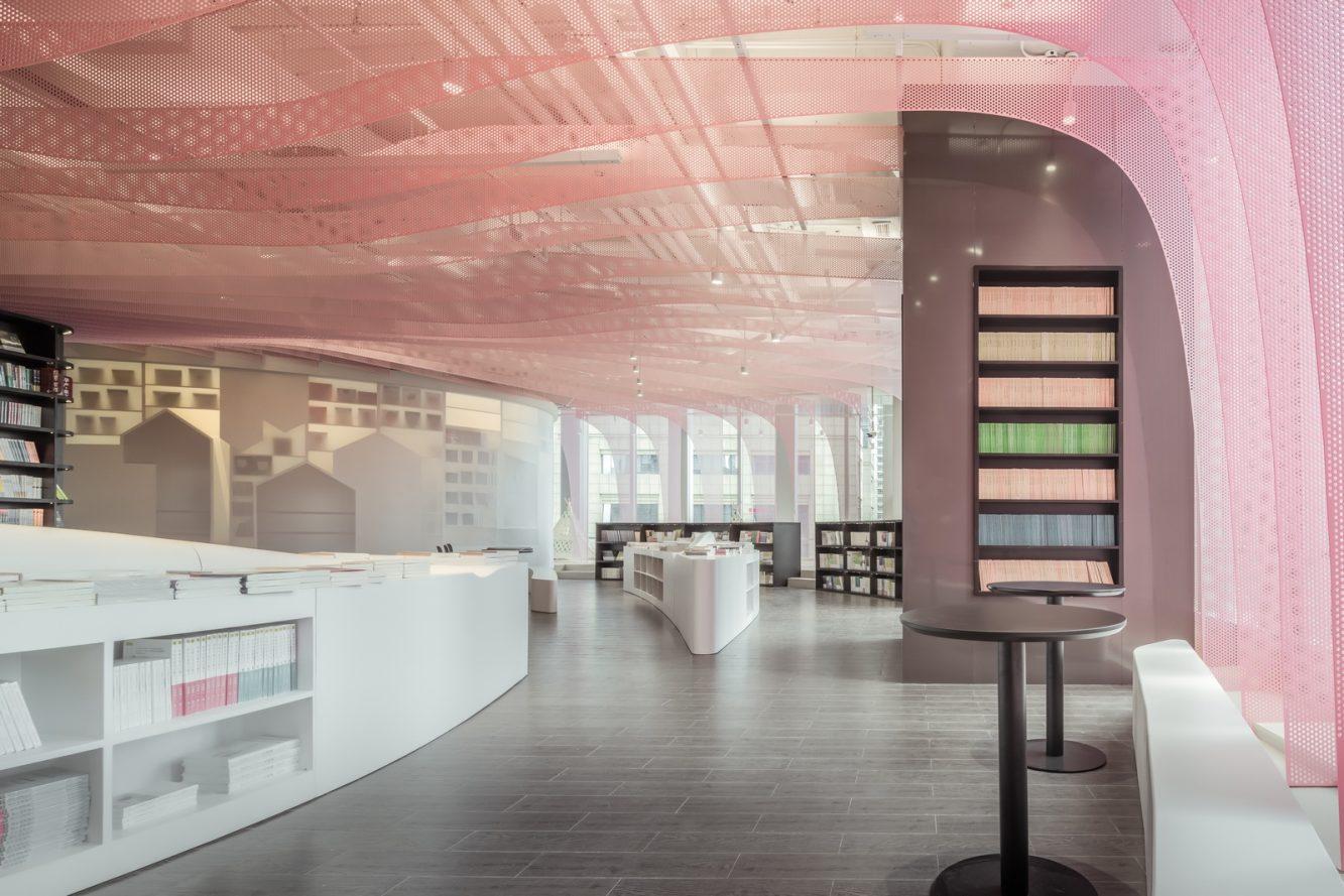Un arcoiris en la librería Zhongshu 19