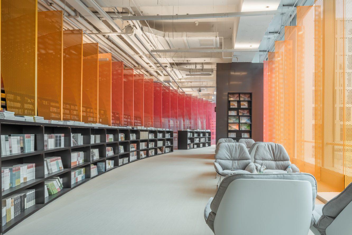 Un arcoiris en la librería Zhongshu 30