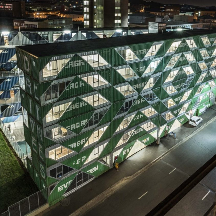 Drivelines Studios, un edificio hecho de contenedores 7