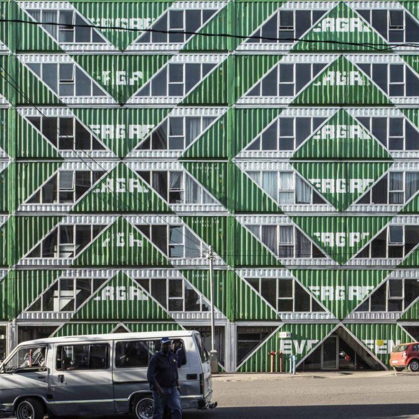 Drivelines Studios, un edificio hecho de contenedores 12