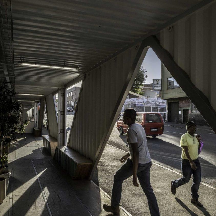 Drivelines Studios, un edificio hecho de contenedores 13