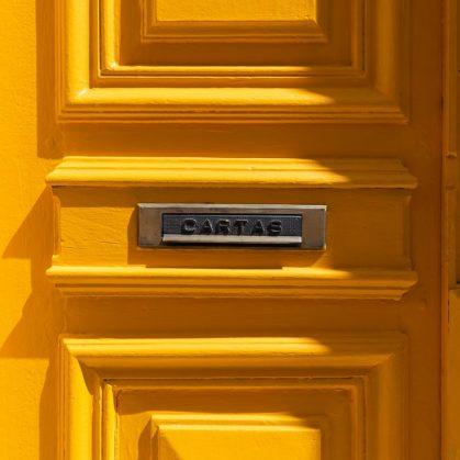 La casita de la puerta amarilla 1