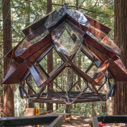 La casa de árbol con forma de piña 6