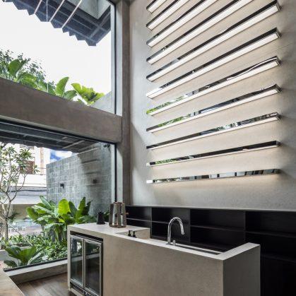 La fachada con espejo zigzag de Publik Office 10