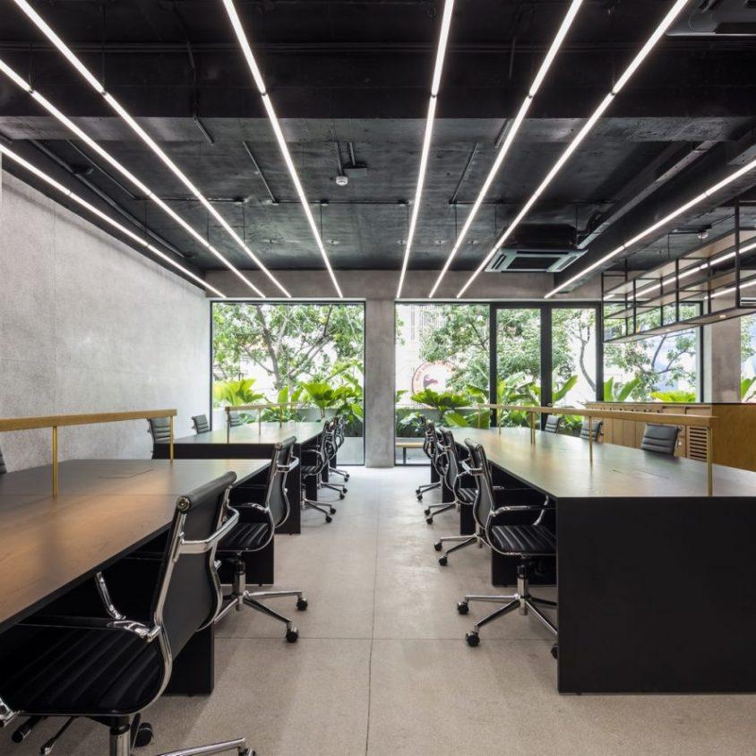 La fachada con espejo zigzag de Publik Office 14