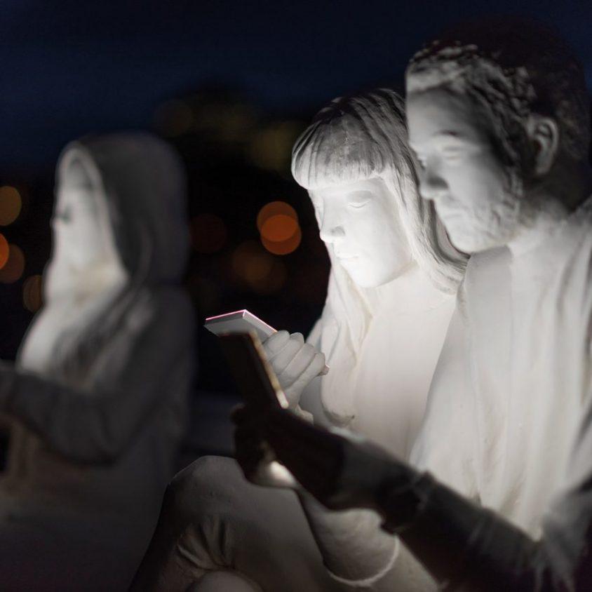 Absorbido por la luz de los celulares 4