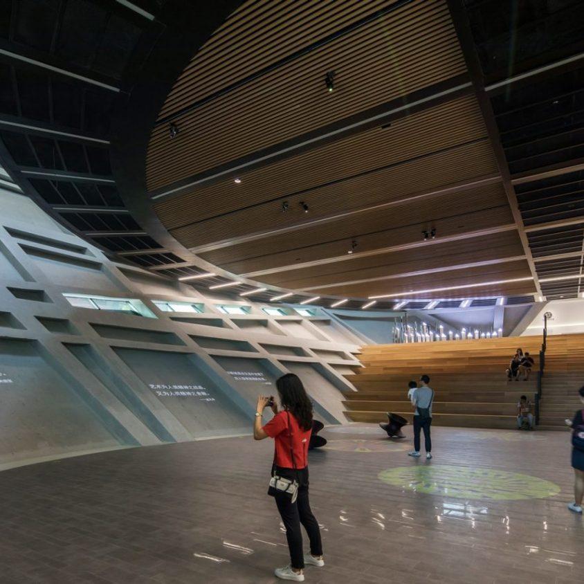 El extenso centro cultural Longgang 13
