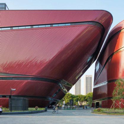 El extenso centro cultural Longgang 11