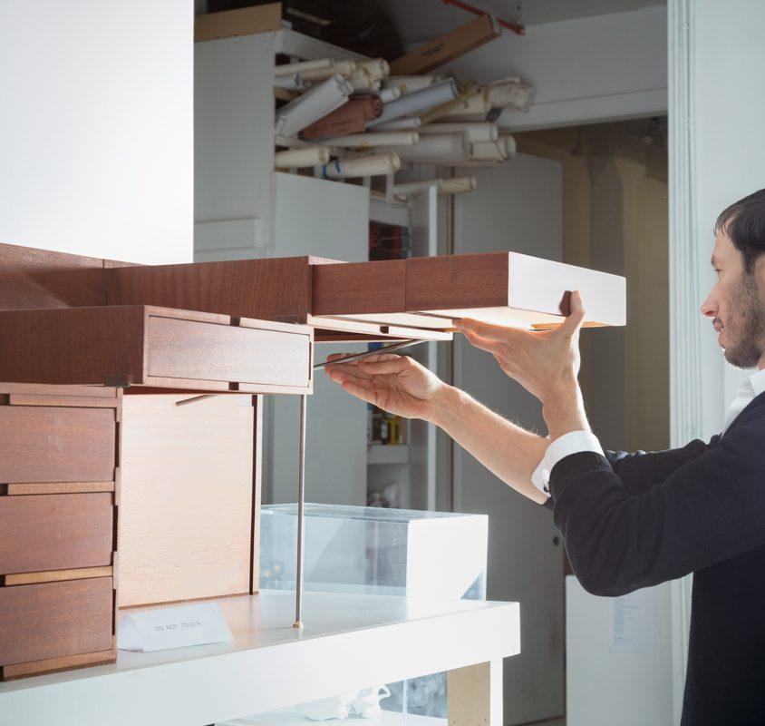 """Breaking the box"", el mobiliario desplegable de Sebastian ErraZuriz 23"