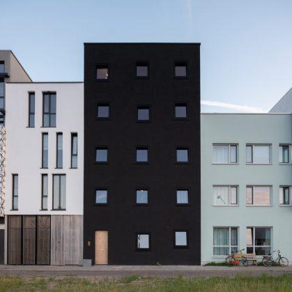 Tres generaciones en un edificio 15