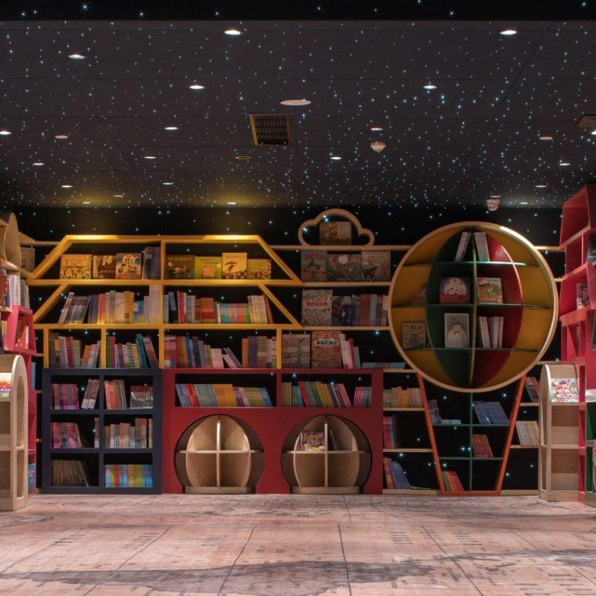 Una ilusión óptica fluye en la librería 20