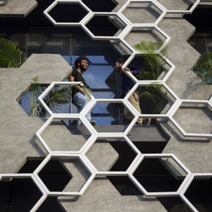El diseño geométrico de la fachada de Hexalace 16