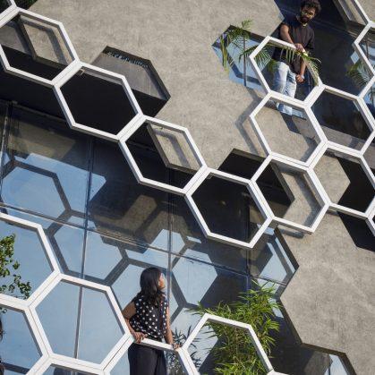 El diseño geométrico de la fachada de Hexalace 15