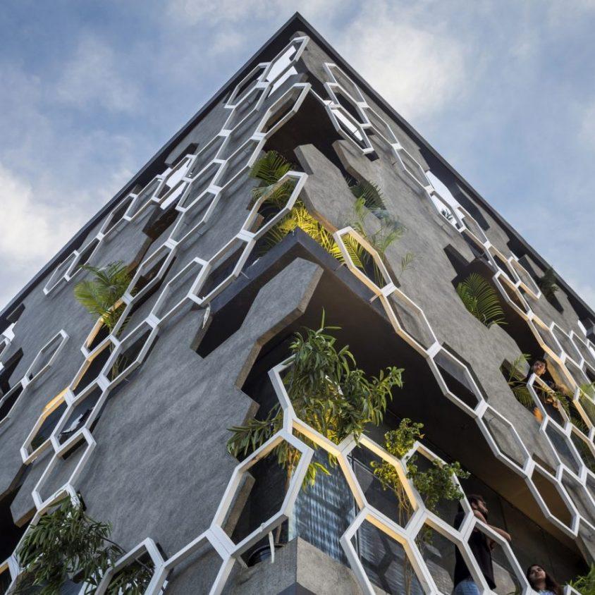 El diseño geométrico de la fachada de Hexalace 8