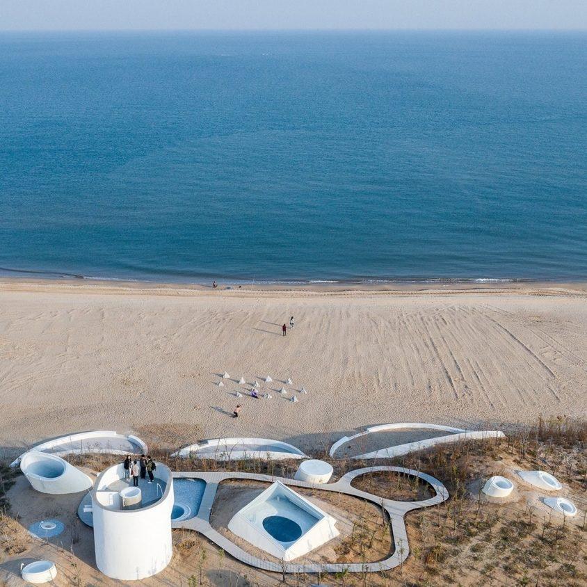 El arte de vacaciones en UCCA Dune 1