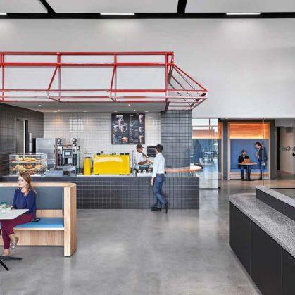 "Las oficinas de la ""Universidad de la Hamburguesa"" 16"