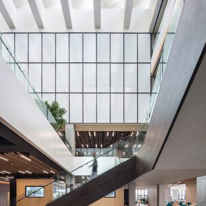 Oficinas con forma de nido que producen tecnología 16