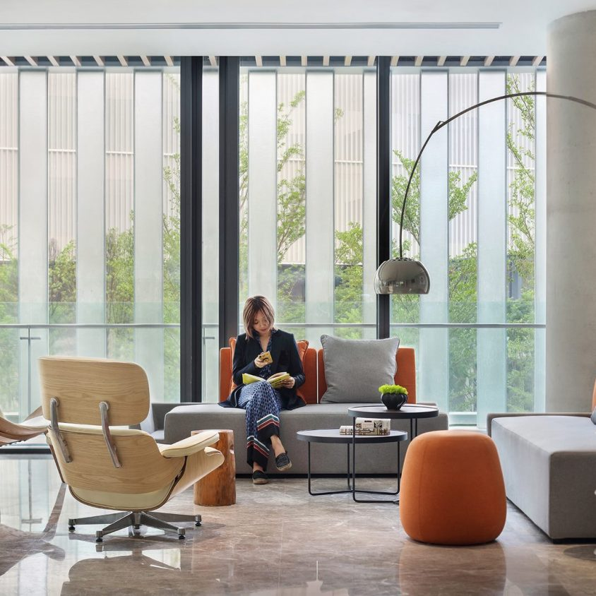 Oficinas con forma de nido que producen tecnología 5
