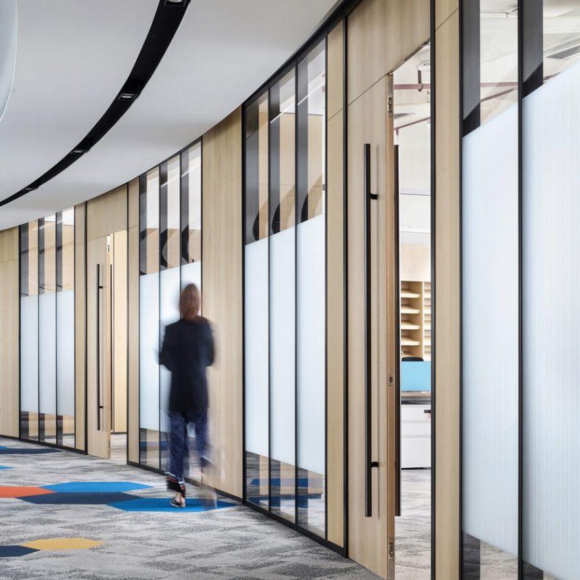 Oficinas con forma de nido que producen tecnología 7