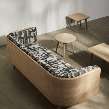 Muebles con diseño sostenible en Benchmark 10