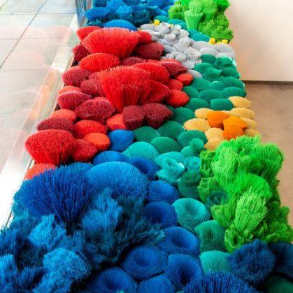 La naturaleza del mar representada por plástico reciclado 11