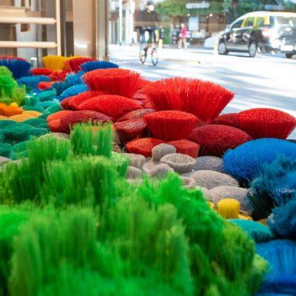 La naturaleza del mar representada por plástico reciclado 4