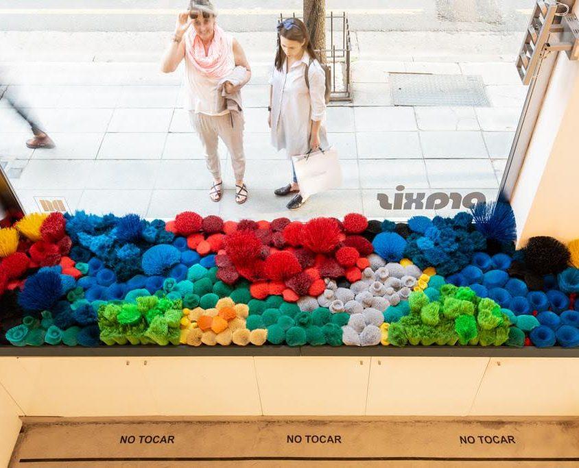 La naturaleza del mar representada por plástico reciclado 1