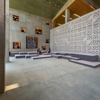 Las formas elípticas y la iluminación distinguen las oficinas de Narsi 4