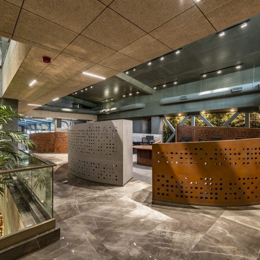 Las formas elípticas y la iluminación distinguen las oficinas de Narsi 11