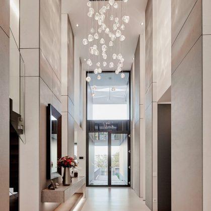 Equilibrio entre el lujo y lo simple en un hogar familiar 5