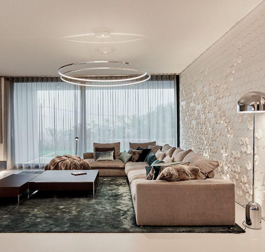 Equilibrio entre el lujo y lo simple en un hogar familiar 12