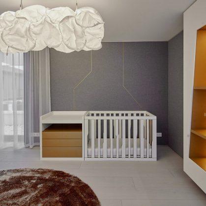 Equilibrio entre el lujo y lo simple en un hogar familiar 18