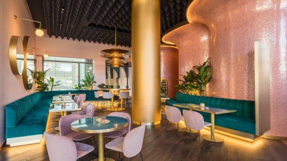 Curvas y colores en el Hotel Barceló Málaga 8