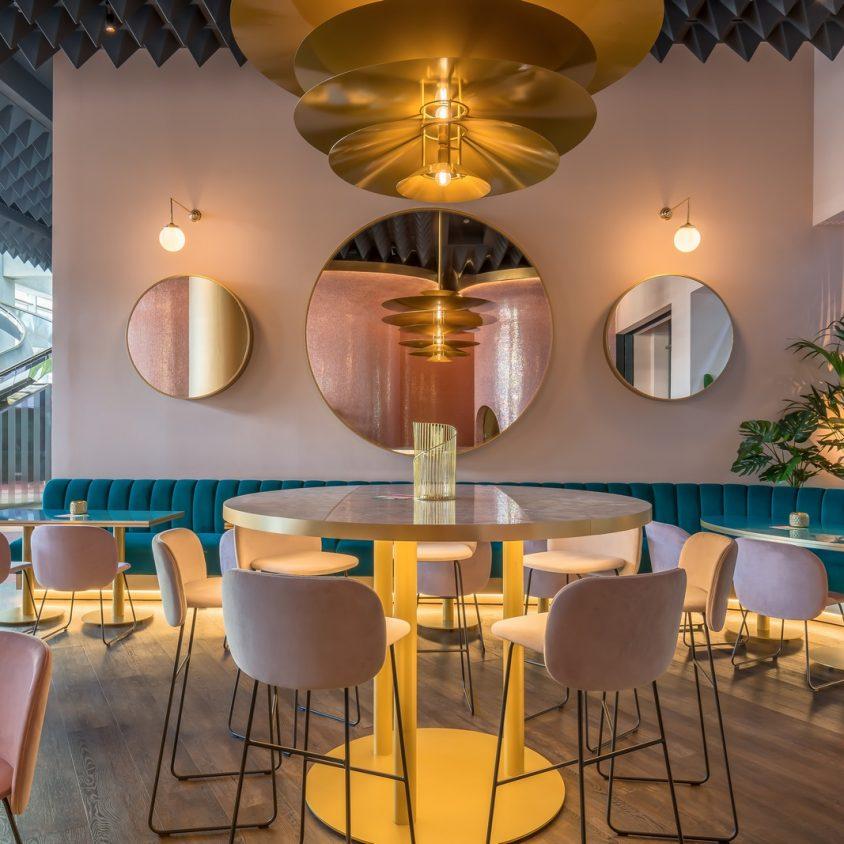 Curvas y colores en el Hotel Barceló Málaga 18