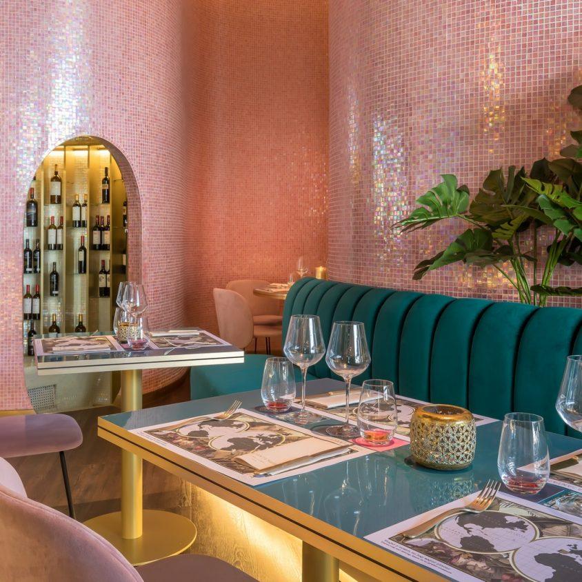 Curvas y colores en el Hotel Barceló Málaga 16