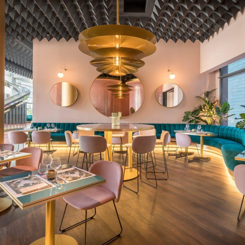 Curvas y colores en el Hotel Barceló Málaga 20