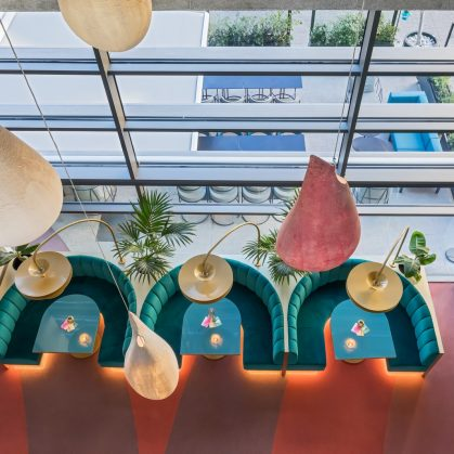 Curvas y colores en el Hotel Barceló Málaga 13