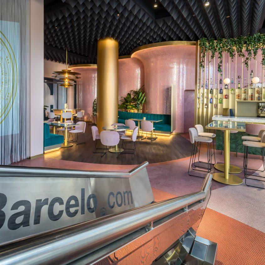 Curvas y colores en el Hotel Barceló Málaga 3