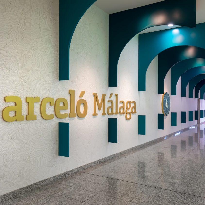 Curvas y colores en el Hotel Barceló Málaga 10