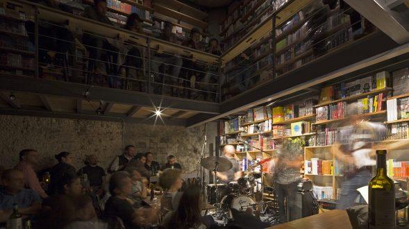 Música, comidas y lectura en Cauz Foro Librería 11