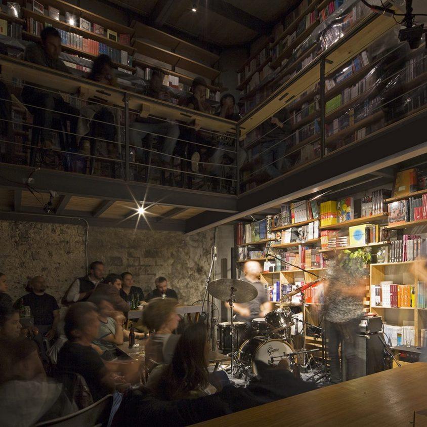 Música, comidas y lectura en Cauz Foro Librería 7