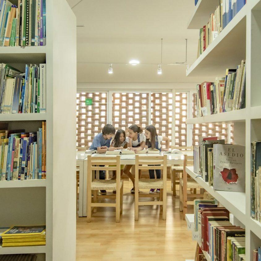 El uso innovador de materiales para un Centro Educativo 13