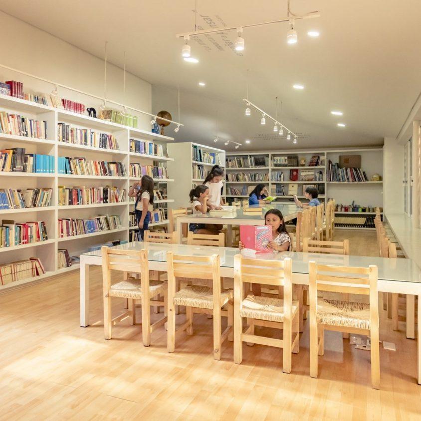 El uso innovador de materiales para un Centro Educativo 15