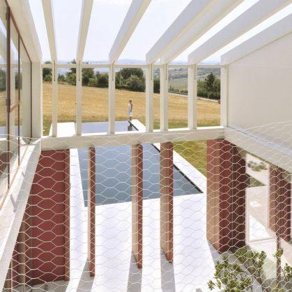 La Casa di Confine, conectada con el paisaje campestre 16