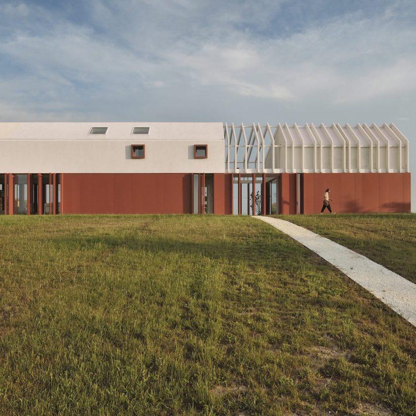La Casa di Confine, conectada con el paisaje campestre 5