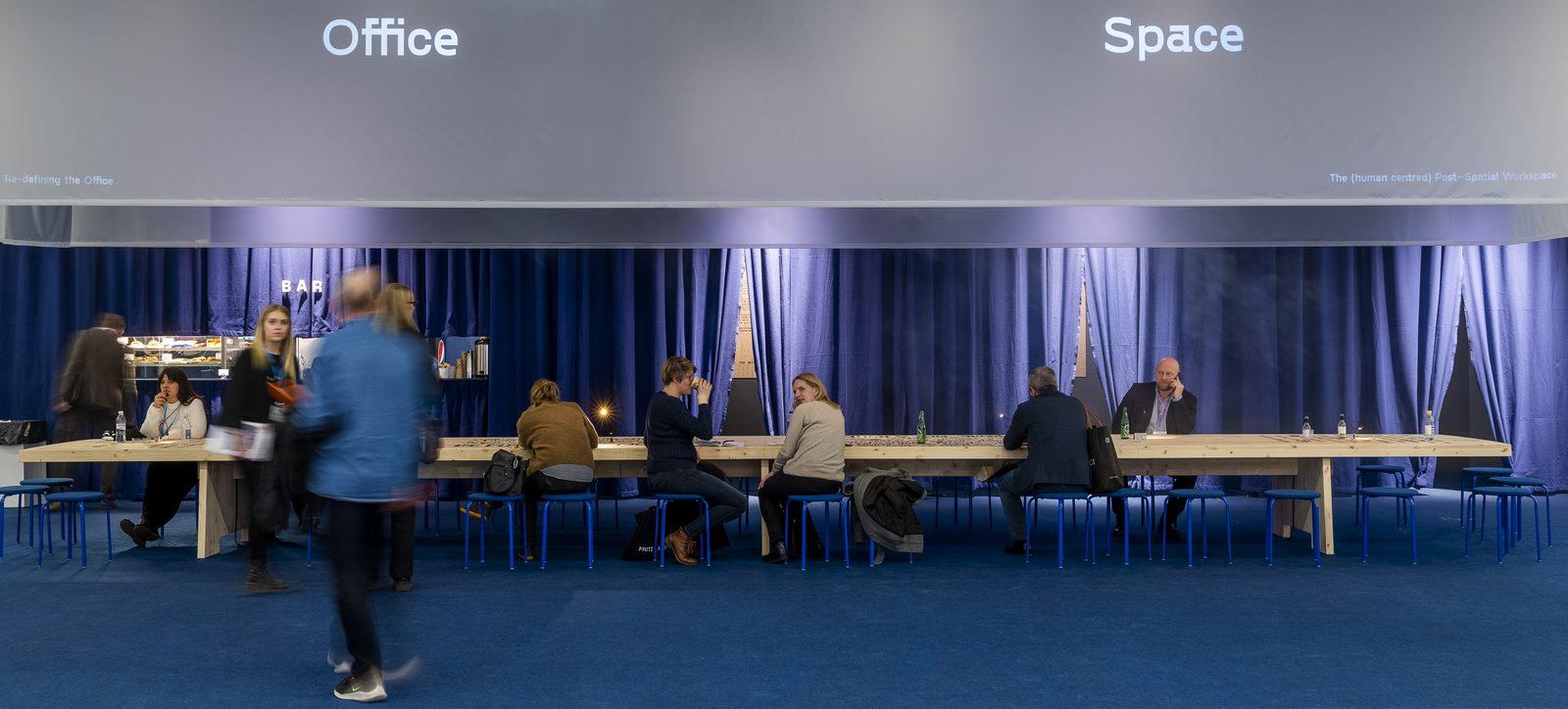 El diseño escandinavo de festejo en Stockholm Furniture & Light Fair 28