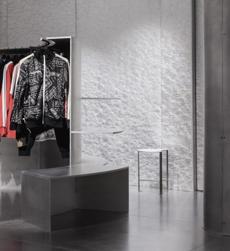 Una imagen renovada y espacios fluidos en la Tienda MKR 4