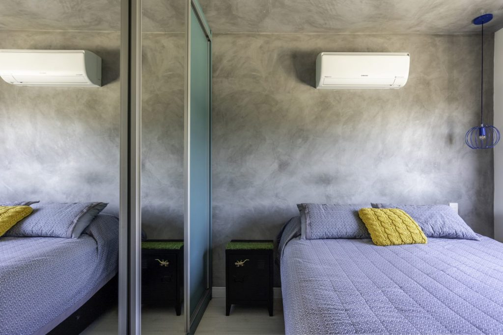 Una casa de playa en un departamento de ciudad por W4 Arquitetura 15