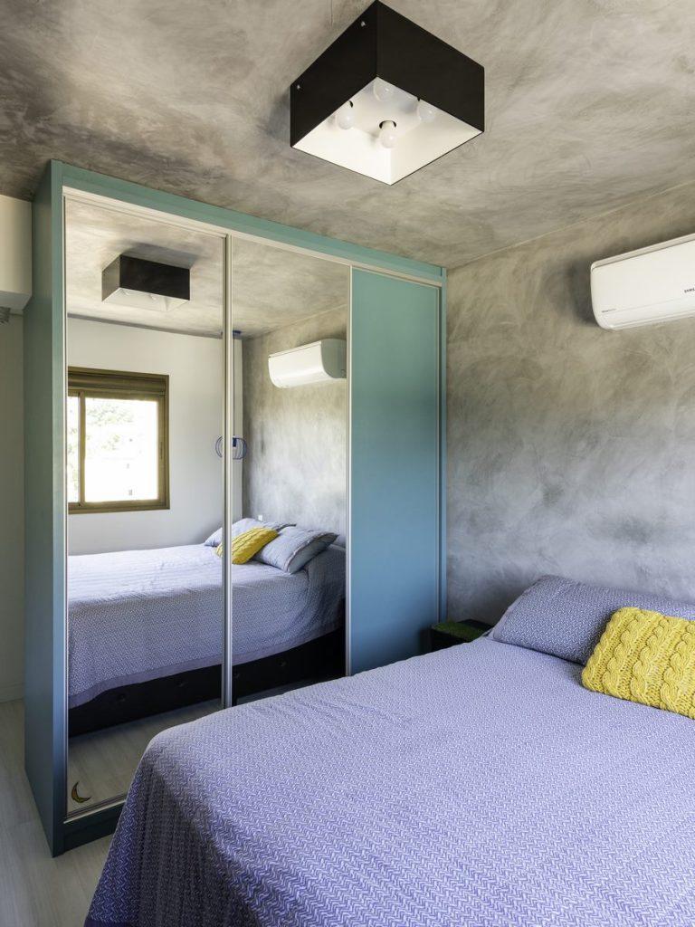 Una casa de playa en un departamento de ciudad por W4 Arquitetura 16