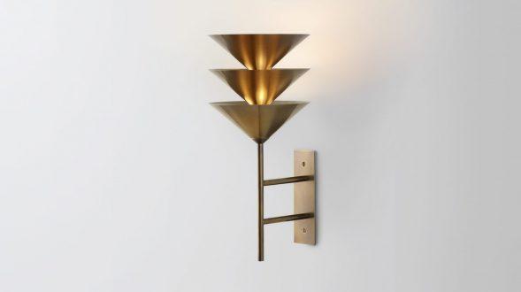 Iluminación con forma piramidal pensada por Volker Haug Studio 1